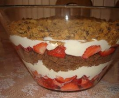 Schichtdessert mit Erdbeeren