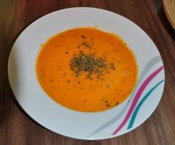 Tomaten-Karotten-Paprika-Suppe