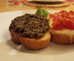 Crostini alla toscana mit Olivenpaste