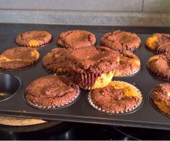 Schwarzweiße Muffins mit laktosefreier Milch, ohne Ei und ohne Weizenmehl (Allergiker)