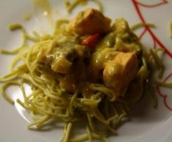 Nudeln mit Gemüse-Lachs-Sauce