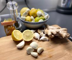 Variation Knoblauch-Zitronen Shot mit Kurkuma und Ingwer