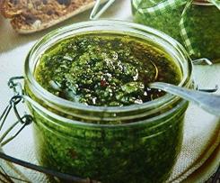 Pesto mit Ruccola und Chili