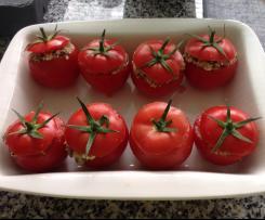 Gefüllte gegrillte Tomaten mit Couscous, Feta Oliven