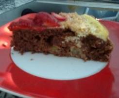 Rhabarber-Kokos-Kuchen mit Erdbeeren