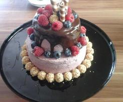 Drip Cake mit Brombeerbuttercreme