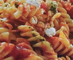 Tomaten-Nudeln mit Speck