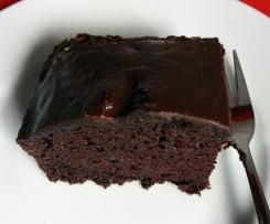 Supersaftiger amerikanischer Schokoladenkuchen