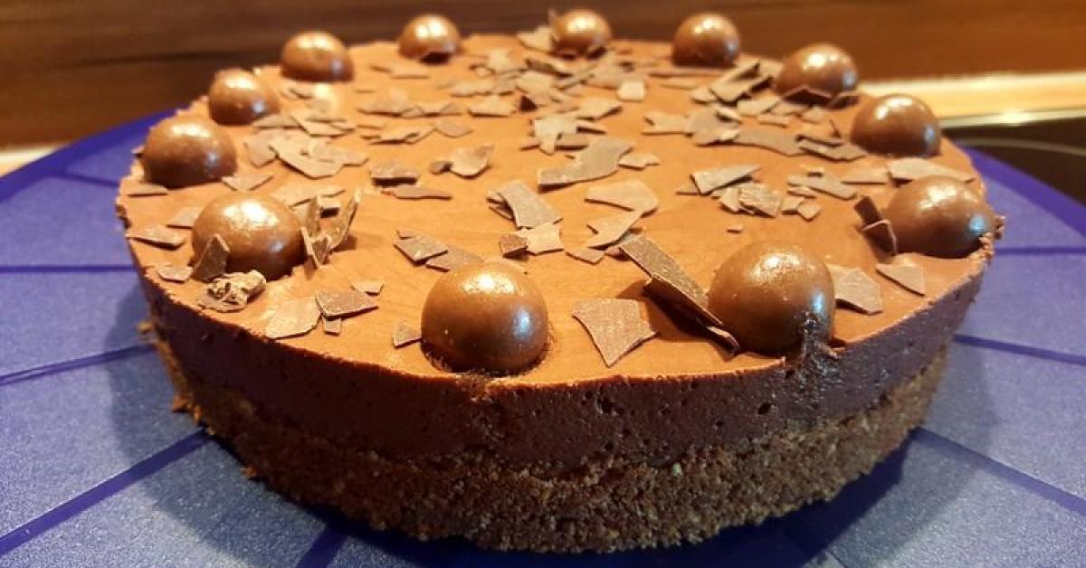schnelle kleine mousse au chocolat torte ohne backen 18er springform von petra feinschmecker. Black Bedroom Furniture Sets. Home Design Ideas