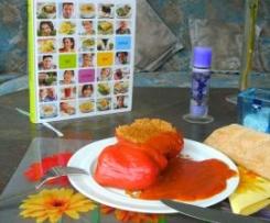 Gefüllte Paprikaschoten mit Bulgur-Walnuss-Füllung, dazu kroatische Tomatensoße (aus Dalmatien)