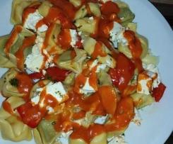 Torttelinie mit Feta und Mozarella aus dem Varoma mit Tomatensoße