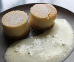 Quarktörtchen mit Vanilleschaum (Käsekuchen raffiniert serviert)