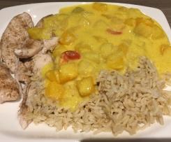Hähnchen mit Reis und Curryfrüchtesoße