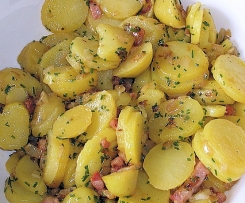 Wies'n Oktoberfest Kartoffelsalat mit Zwiebel-Speck-Dressing