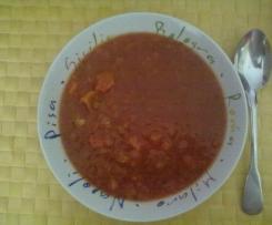 Tomatensuppe mit frischen Tomaten und Möhren