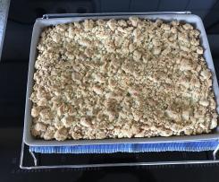 Streuselkuchen mit Hefeteig
