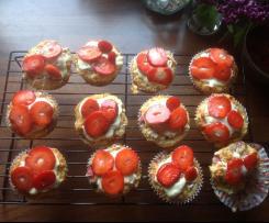 Fluffige Erdbeer Joghurt Muffins mit weißer Schokolade