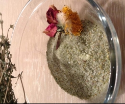 Flower-power Wildkräutergewürzsalz