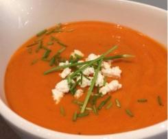 Paprika-Tomatensuppe mit Schnittlauch