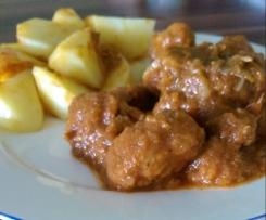 Schweinegulasch mit Kartoffeln