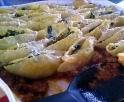 Pasta - Conchiglie con spinaci e bolognese - gefüllte Muschelnudeln mit Spinat auf Bolognese