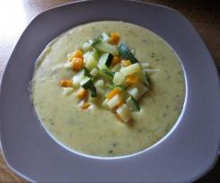 Kartoffelsuppe  mit Zuchini, Speck und Schmelzkäse