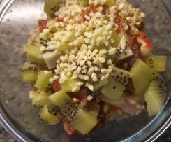 Porridge mit Haferflocken und Obst