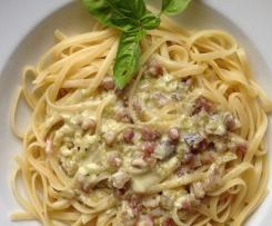 Pasta mit Pistatzien Parmesan Soße