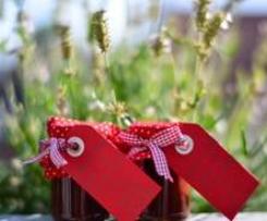 Variation von Erdbeermarmelade mit dunkler Schokolade und einem Hauch von Chili