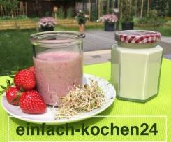 Vegan, Natur Soja-Joghurt, Joghurt mir Erdbeeren und Alfalfa Sprossen