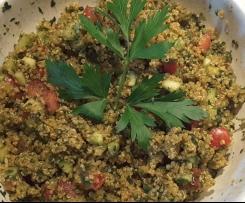 Variation von Kalt-warmer Quinoa-Salat Tabouleh
