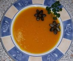 Kürbissuppe ... Wohin mit dem Kürbisfleisch? Ab in die Suppe!!