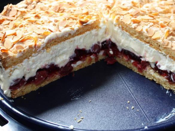 Variation Von Kirsch Vanille Torte Von Seco Ein Thermomix