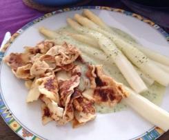 Variation von Spargel mit Pfannkuchen und Kräutersoße