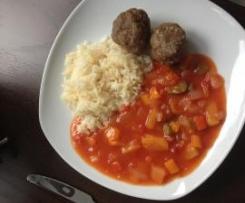 Fleischbällchen mit süßsaurem Gemüse und Reis