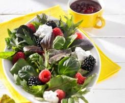 Beeriger Sommersalat