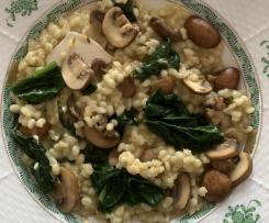 Gerstenrisotto mit Spinat, Pilzen und Ziegenkäse