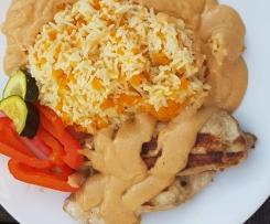 Hähnchen in Erdnußsoße mit Reis