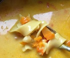 Möhren-Kokos-Suppe mit Nudeln