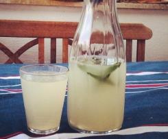 Zitronenlimonade > Lemonade<