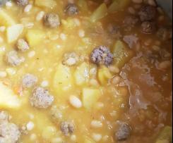 Weisse Bohnensuppe aus getrockneten Bohnen