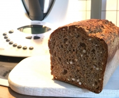 Dinkelvollkorn-Chia Brot