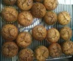 Fluffige Schoko Muffins mit flüssigem Schoko(bon)kern