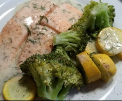 Lachsfilets mit Gemüse und Dillsoße (SOS-tauglich)