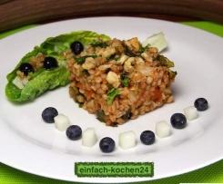 Walnuss-Graupenrisotto/  Salat mit  Melone und Heidelbeeren/ Vegan