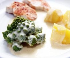 Romanesco mit Käsesoße, Kartoffeln und Hähnchenfilets