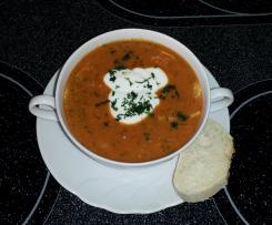 Tomatige Fischsuppe mit saurer Sahne