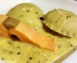 Ravioli gefüllt mit Basilikum-Limonen-Pesto und Artischocken zu Fisch und Broccoli