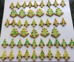 Plätzchen für die Weihnachtstorte zum Verzieren