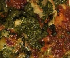 Gratinierte Maultaschen auf Spinat